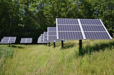 フェンスなら【キャムズ】の WMパネルシステム(ワイヤーメッシュ)!太陽光の恵みを活かす太陽光発電所のフェンスと保険加入