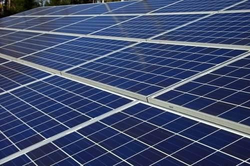 太陽光を活かしたエコエネルギーの活用!太陽光発電所に設置するフェンスの基準と費用の差
