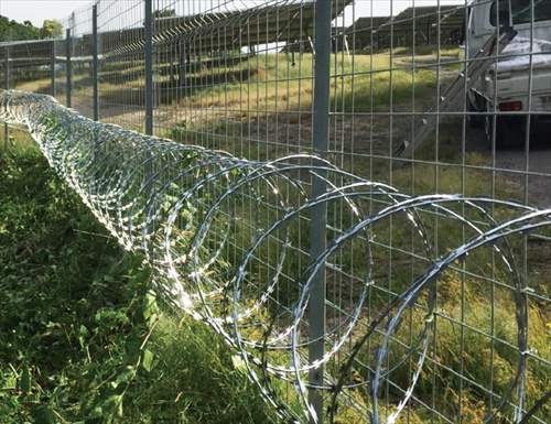 50kW以上の発電所で防犯のための柵やフェンスを設置するなら