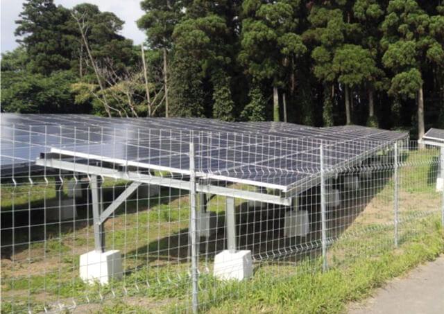 """太陽光発電の導入でフェンス(柵)をお探しの方へ~防犯にもなる""""スクリュー""""杭のフェンスは「キャムズ」まで~"""